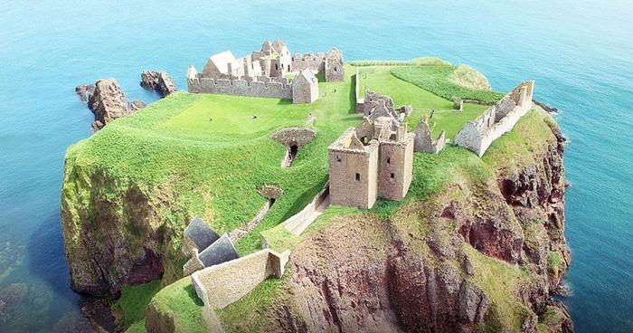 Замок Данноттар.