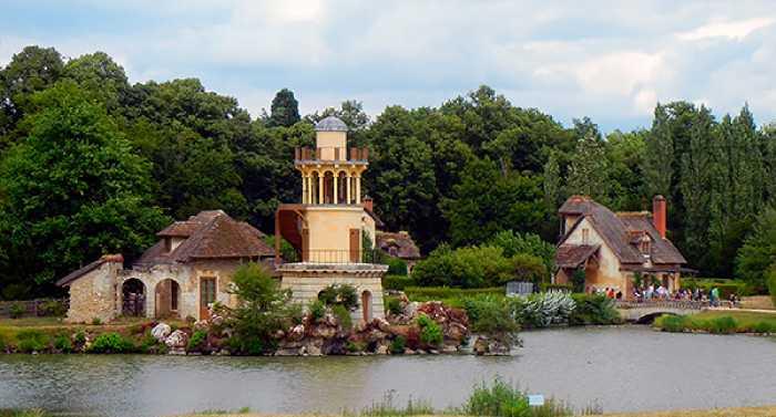 Храм любви на озере.