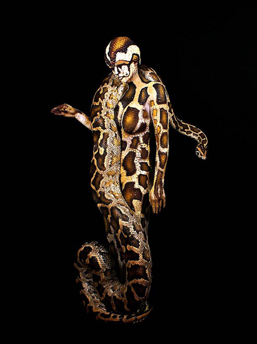 Художник очень любит использовать образы животных в своих работах.