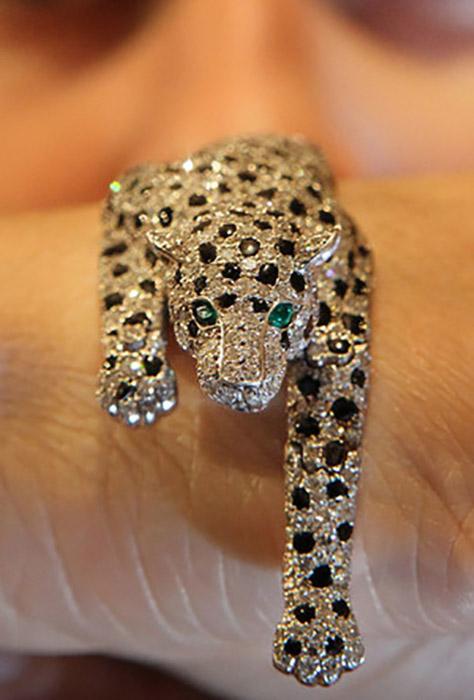 Одна из самых знаменитых драгоценностей Уоллис - браслет Пантера.