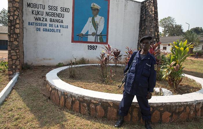 Фреска с изображением бывшего президента Мобуту возле мэрии в Гбадолите.