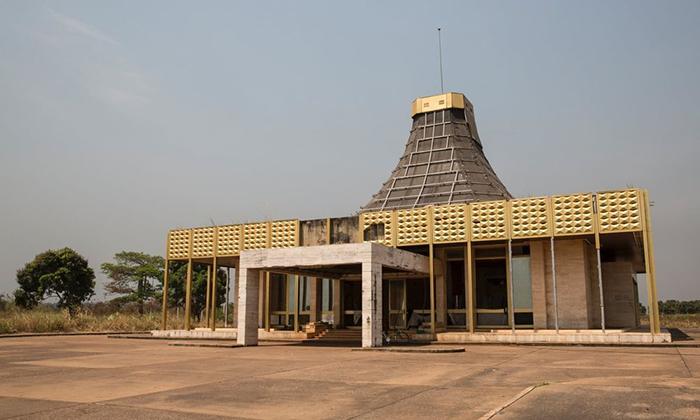 Терминал аэропорта в Гбадолите.