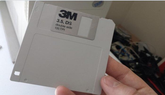 Когда современного ребёнка спросили, что это, он ответил, что это значок, напечатанный на 3-D принтере.