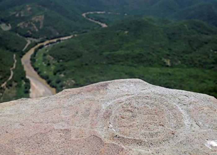 Найдены были реликвии на вершине горы.