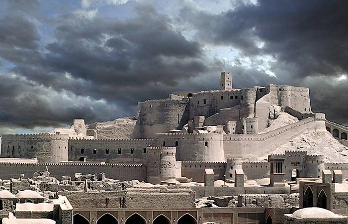 Какие секреты хранит древний глинянный город Бам, который появился на 200 лет раньше Рима