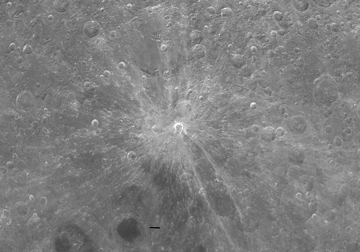 Кратер Джордано Бруно. Фото: НАСА.