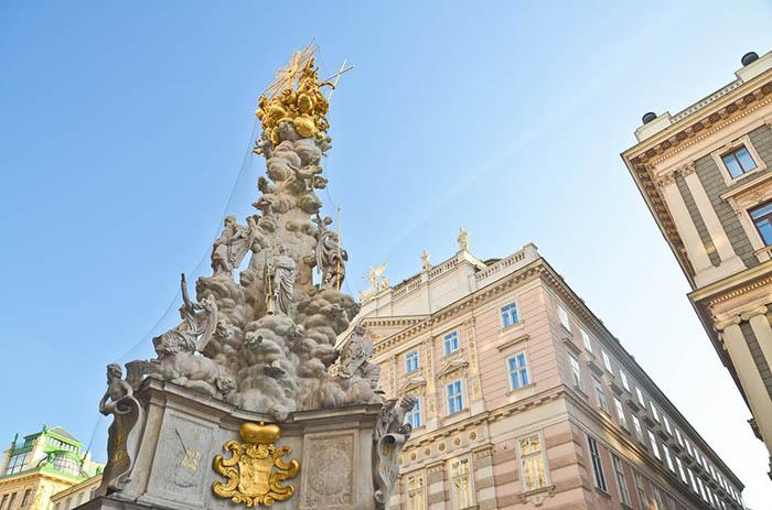 Прекрасный памятник барочной архитектуры.