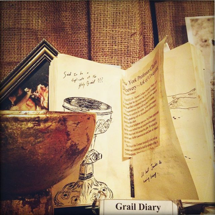 Дневник с записями о Граале Генри Джонса-старшего из фильма 1989 года «Индиана Джонс и последний крестовый поход» в Голливудском музее.
