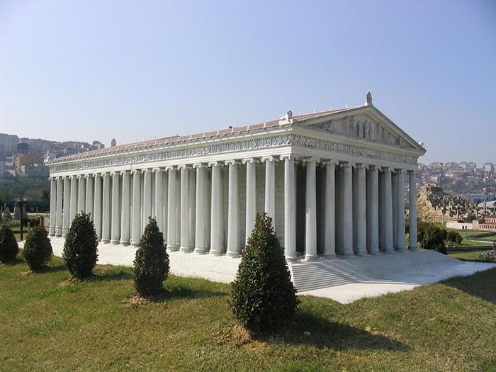 Храм Артемиды был настолько прекрасен, что даже персы при завоевании пощадили его.