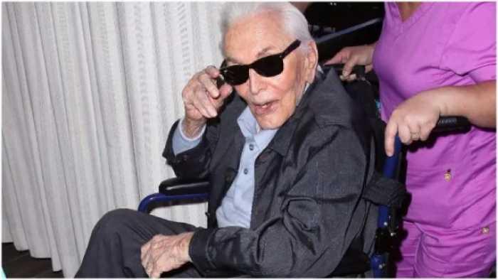 Кирк Дуглас в свой 101-й день рождения.