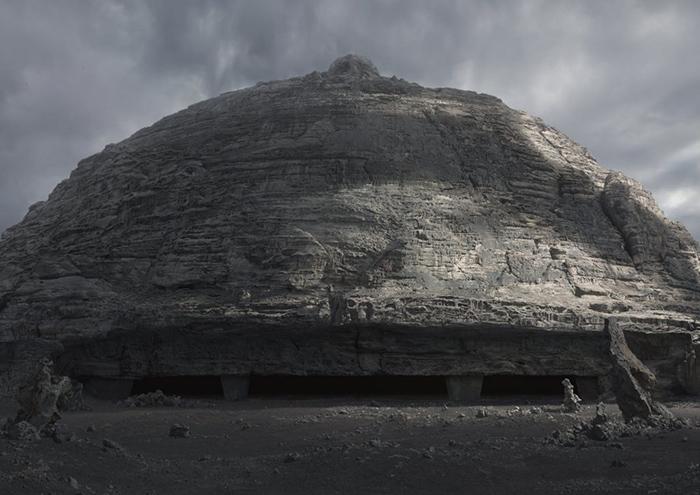 В недавнем «Прометее» есть кадры, один к одному повторяющие гигеровские эскизы замка Харконнена.