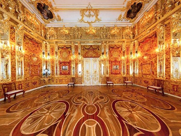 Янтарный кабинет был самой роскошной комнатой во дворце.