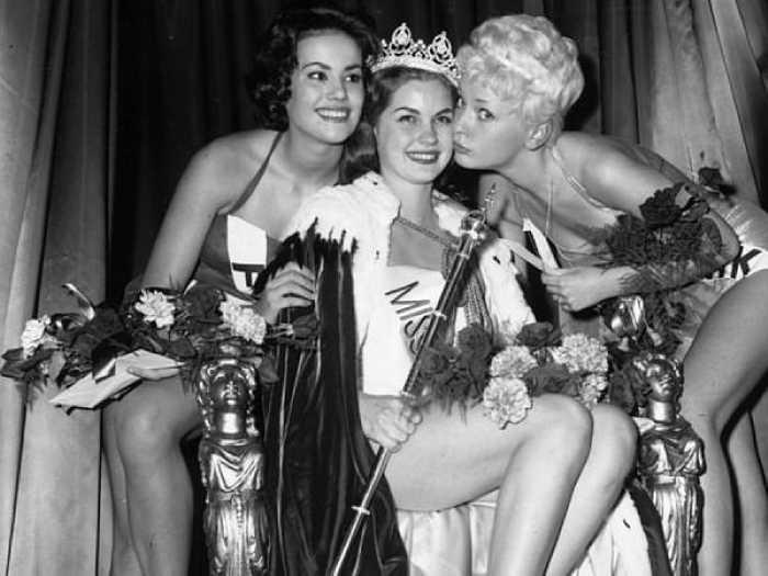 На конкурсе Мисс Мира в 1958 году Клодин Оже заняла второе место.