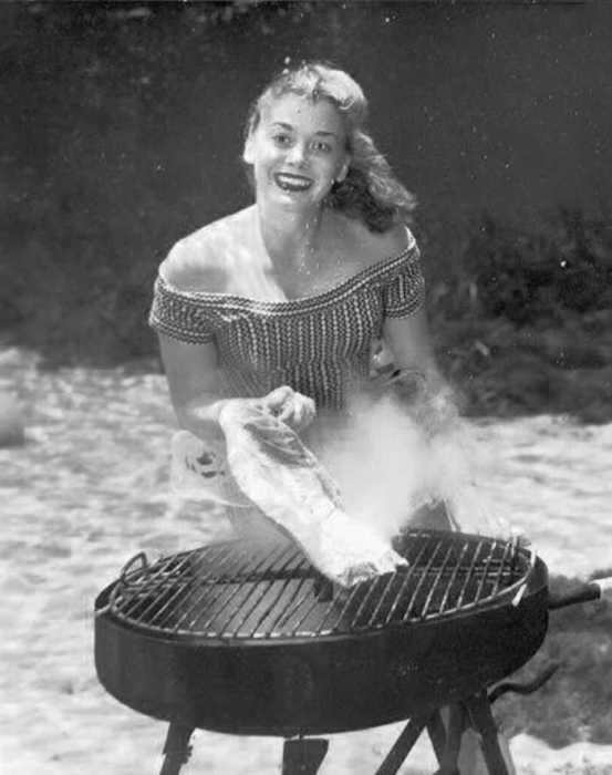 Под водой можно даже вполне натурально жарить барбекю.