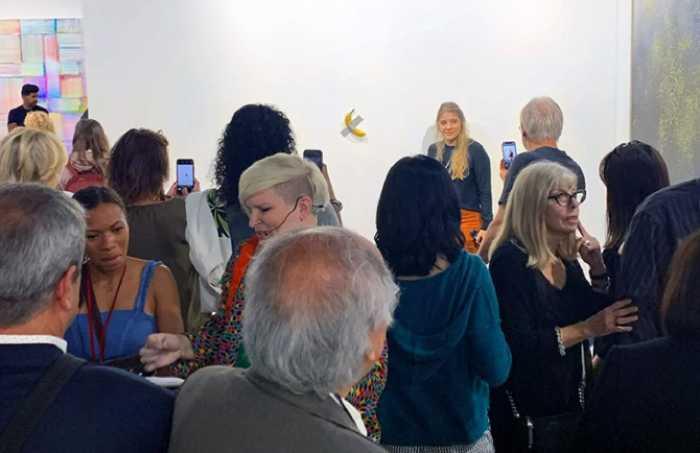 Банановые работы Маурицио Каттелана купили ценители его творчества за 100 и 150 тысяч долларов каждую.