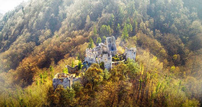 Руины замка Самобор.