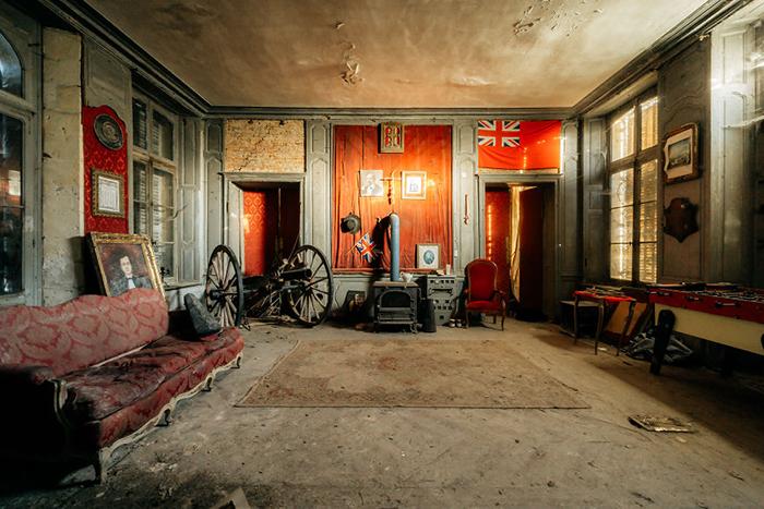 Заброшенный французский замок 18 века.
