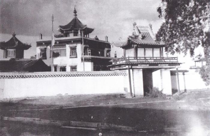 Белый дворец Богдо-Хана, разрушенный в 1930 годах.