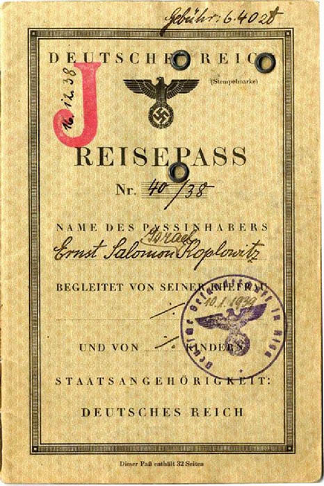 Паспорт евреев в Германии со специальными пометками.