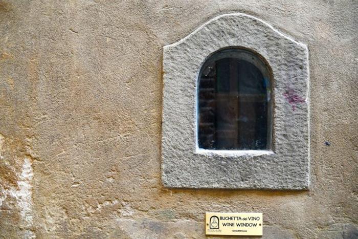 Сегодня винные окна под защитой.