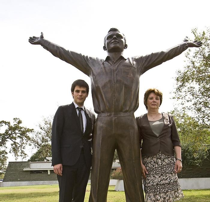 Галина Гагарина с сыном Юрием.