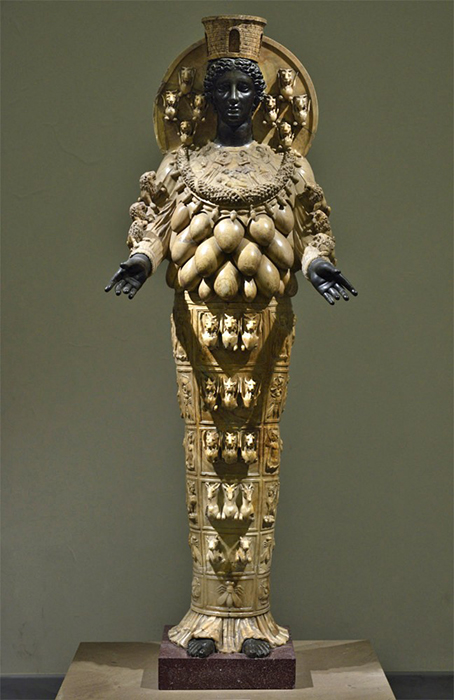Статуя богини Артемиды.