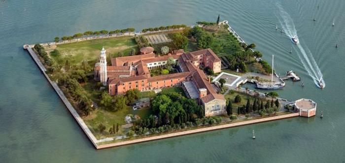 Остров Святого Лазаря и монастырь.