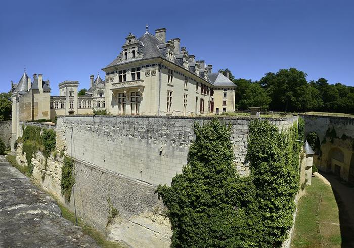 Такой вид замок Брезе обрёл после реконструкции в 19 веке.