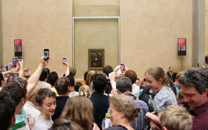 Мона Лиза в Лувре, Париж, Франция.