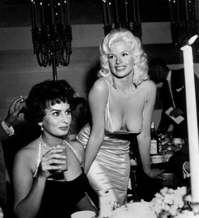 Софи Лорен на вечеринке в Лос-Анджелесе, 1957 год.