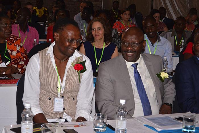 Диксон Чибанда с министром здравоохранения.