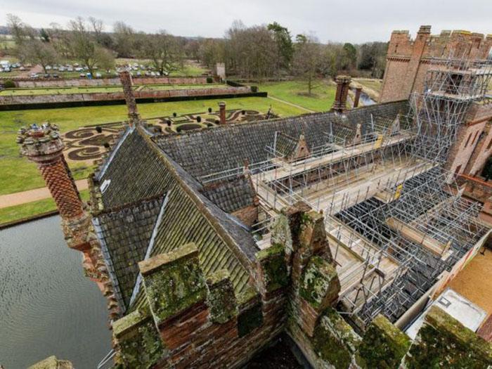 Крыша поместья нуждалась в масштабном и дорогостоящем ремонте.