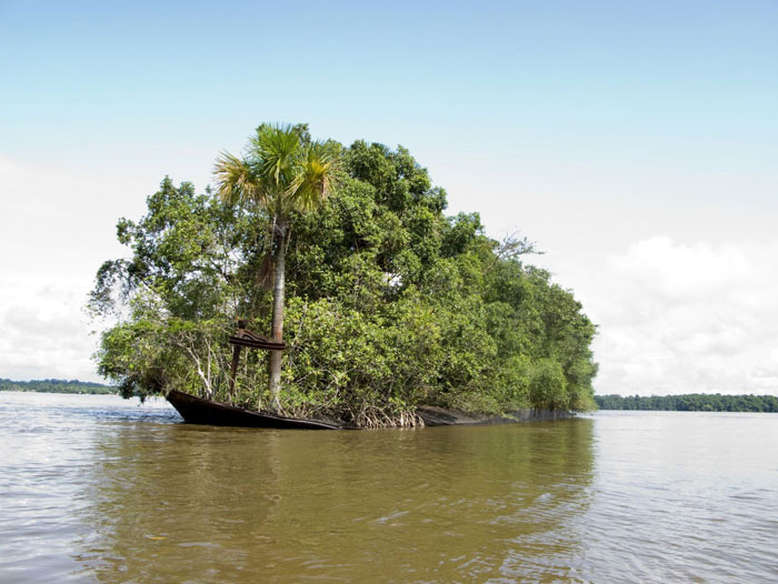 Был корабль - стал остров.