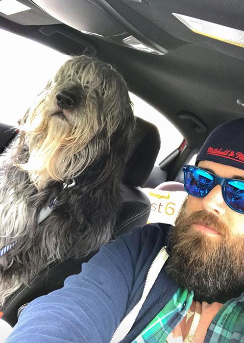 Это Бен. У него есть борода. Он ростом с человека и получает удовольствие от пробок.