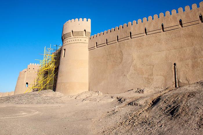 Неприступные стены цитадели.