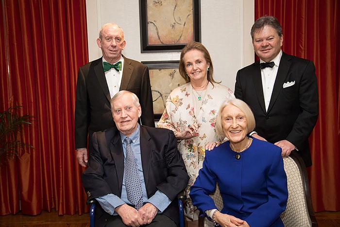 Чак Фини с семьёй.