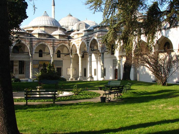 Сад во внутреннем дворе дворца.