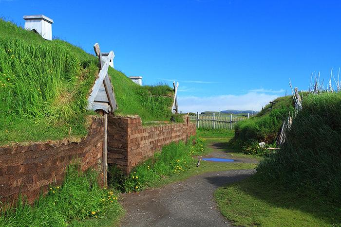 Реконструкция древнего поселения викингов.