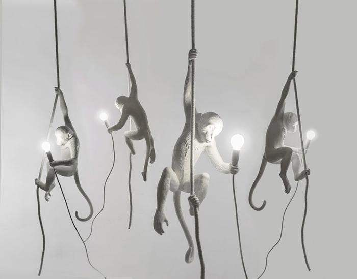 Вся подвижность и динамичность движений обезьянок в этом светильнике.