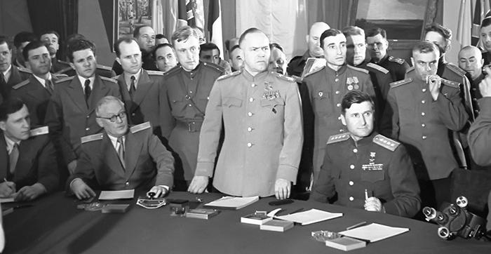 Иосиф Сталин требовал, чтобы договор со стороны Германии был подписан фельдмаршалом Вильгельмом Кейтелем.