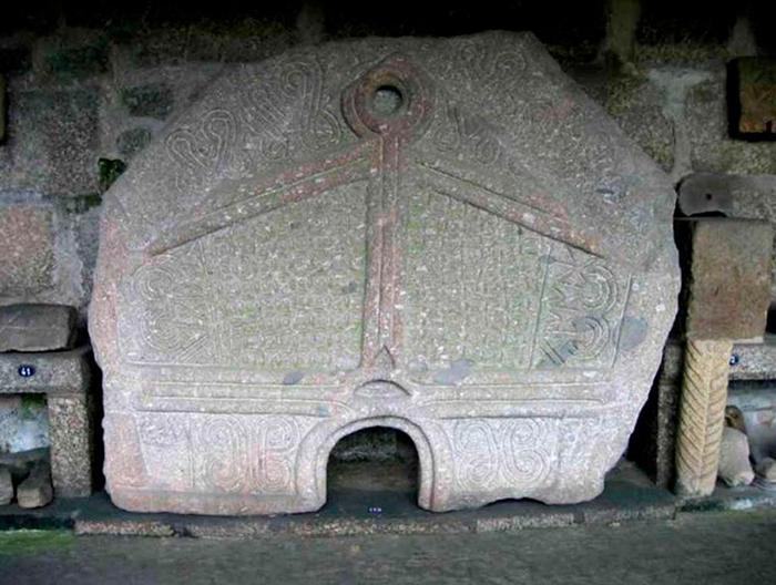 Педра-Формоза - каменная гробница на севере Португалии.