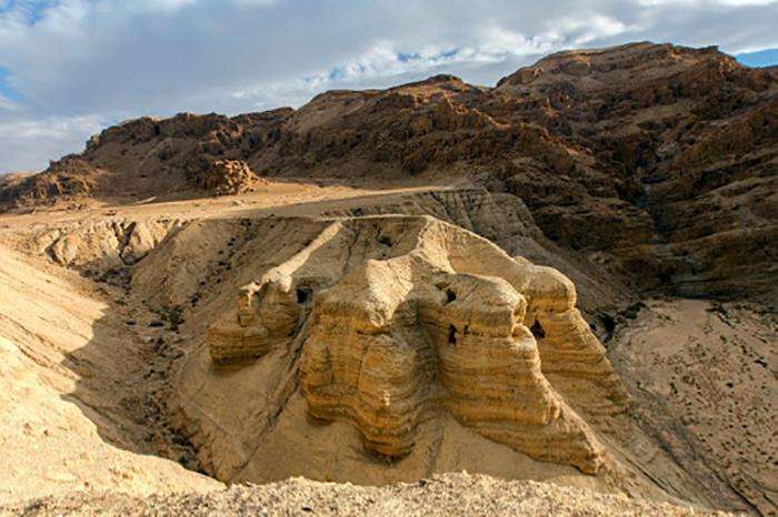 Пещеры Кумрана ещё предстоит обследовать и может когда-нибудь удастся найти остальную библиотеку.