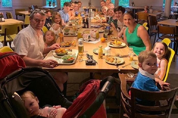По меркам Великобритании семья живёт очень скромно.