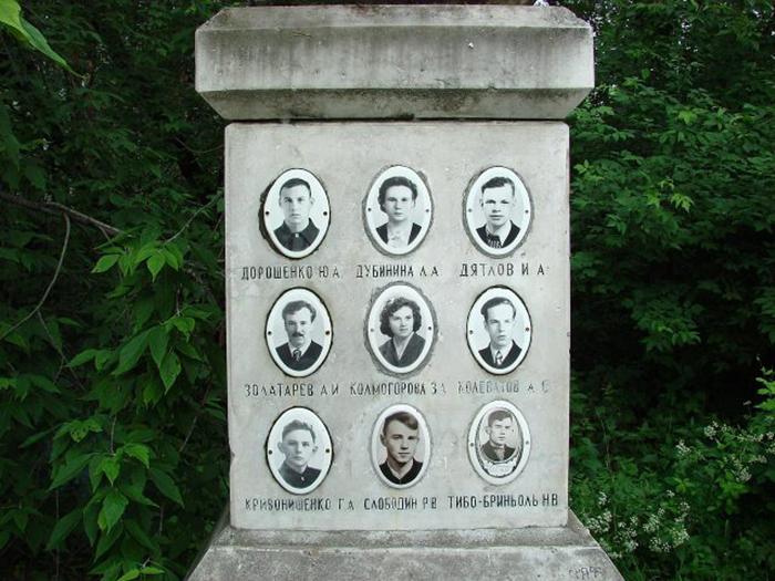 Памятник погибшим туристам группы Дятлова.