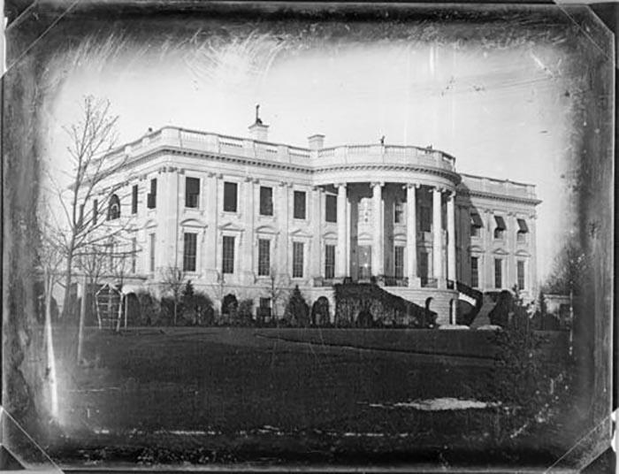 Первая фотография Белого дома, 1846 год.