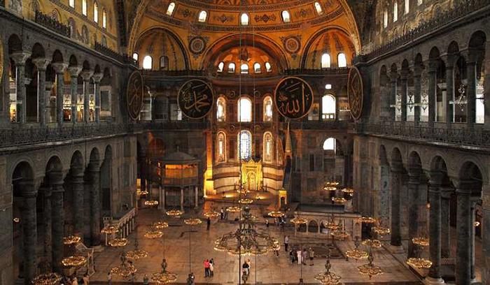 Внутреннее убранство собора Святой Софии.