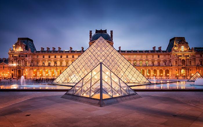 Музей Лувр, Париж.
