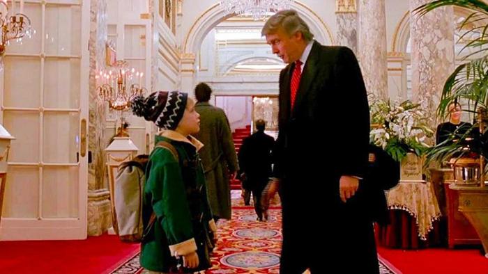 Маколей Калкин и Дональд Трамп. Кадр из фильма «Один дома».
