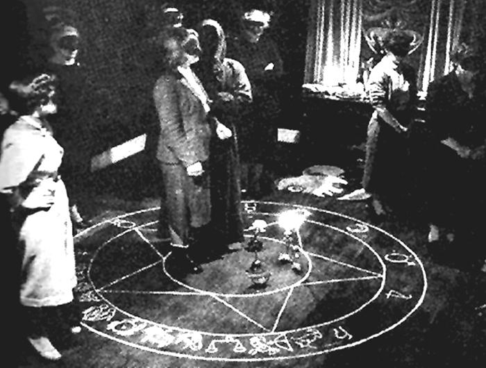 Мошенниками проводились даже своеобразные магические ритуалы.