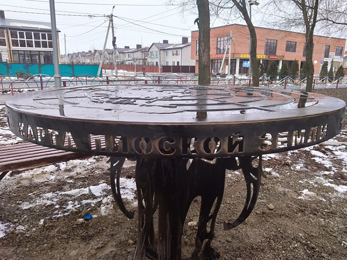 В Михайловске установили монумент плоской Земли.